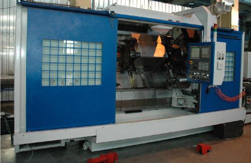 A gyárlátogatáson SLT 630 MC DS Ss MCY U CNC esztergagép tekinthető meg