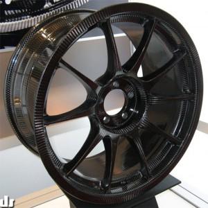 A Weds Sport szénszálas felnije. Egy teljes garnitúra ára kb 10-12 000$.