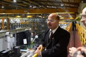 Behunszky Zoltán vezetésével a Mazak angliai gyárában