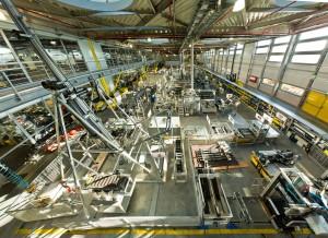 """A termelési programba történő felvétel előtt és azután is minden egyes """"Chainflex""""-vezetéket intenzív tesztelésnek vetnek alá az igus saját több mint 1.500 m²-es laborjában. Ez az új """"Chainflex CC"""" szabványosított termelési rendszerére is érvényes – működési garanciával."""