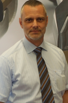 Jörg Drobniewski, a tübingeni Walter AG szerszámanyag- és bevonatfejlesztési vezetője: A Tiger•tec® Silver PVD által nyújtott teljesítménynövekedés alapja az alumínium-oxid nagyobb keménysége és tovább javított felületi szerkezete.