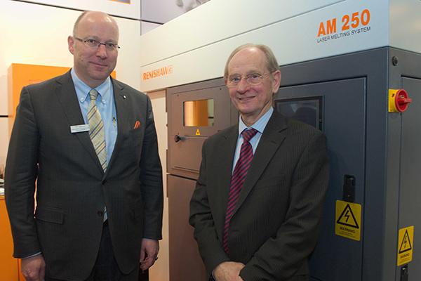 Sir David McMurtry, a Renishaw ügyvezetője és Christoph Weiss