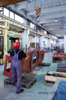 Nagy alkatrészek gyártása az IGM RObotrendszerek Kft-nél