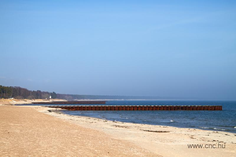 Régről maradt stégek Ystad homokkal borított partjain