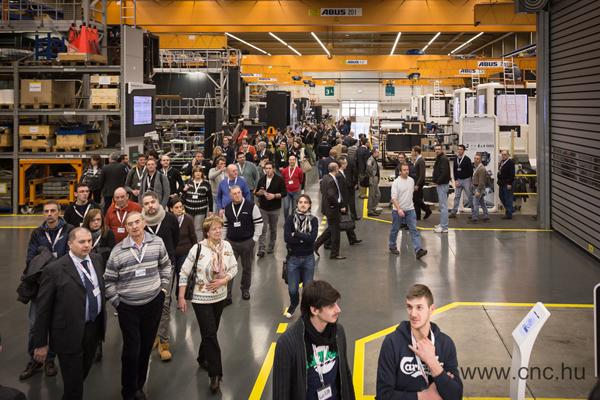 5 nap alatt mintegy 6000 látogatót vártak a kiállításra