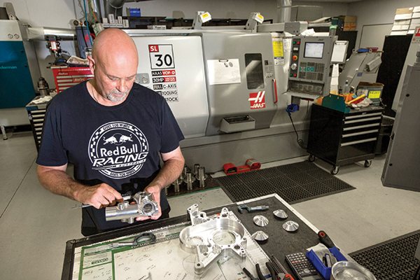 A gyártás a Haas CNC-gépeivel történik