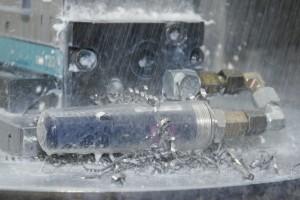 Hűtővíz és forgács álló szerkezet