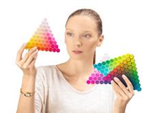 Egy modellen belül akár 46 szín is használható.