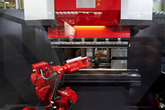 AMADA_AG_6013_AR_robotized_bending_machine_4