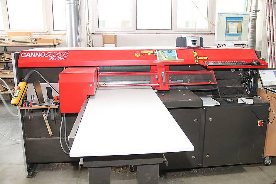 Használt CNC faipari megmunkáló központ - Surplex