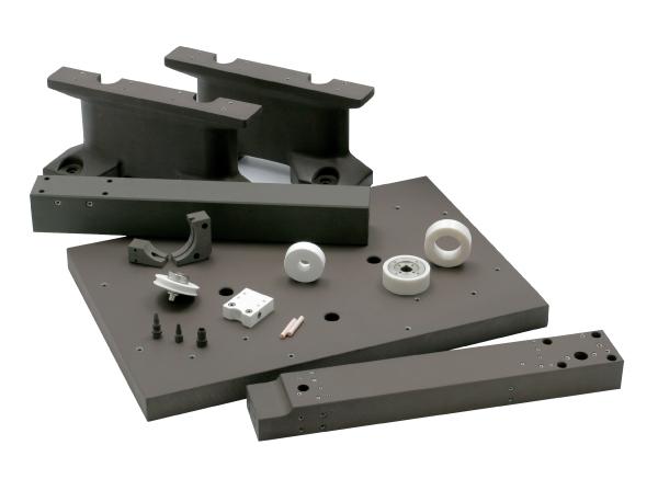 8. ábra: Szikraforgácsoló gépeknél alkalmazott kerámia gépelemek: tárgyasztal, illesztő elemek, csapágyak