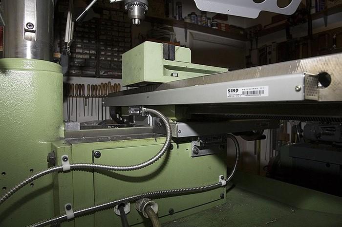 Üvegmérőlécek felszerelve a gépváz szerkezeti egységeire