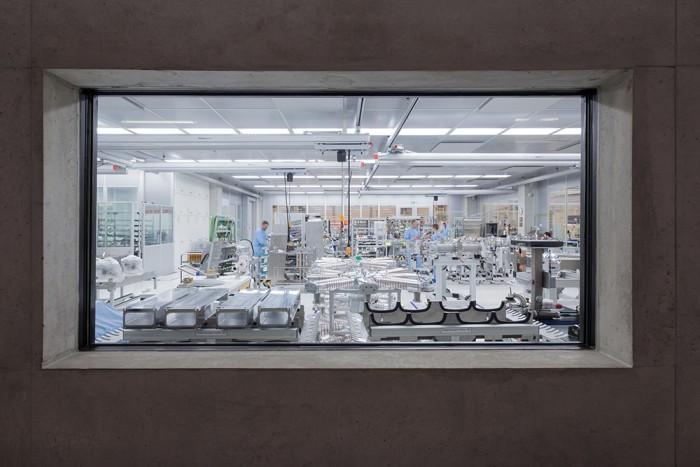 A ditzingen-i gyárban található tisztaszoba, ahol a CO<sub srcset=