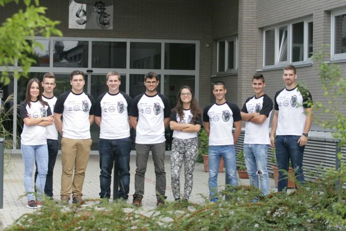 Szeptemberi csapatfotó a járműtechnológiai tanszék előtt