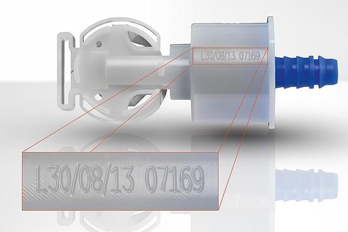 Visszacsapó szelep, és rajta egy lézerjelölésű nyomon követhetőségi kód © FOBA Laser Marking + Engraving (ALLTEC GmbH)