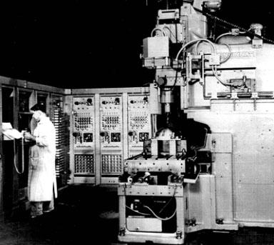 Az első szerszámgépek egyike: nagyobb volt a számítógép, mint maga a szerszámgép