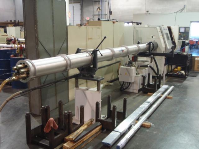 16. ábra: Manuális, több csatornás adagoló ferdeágyas CNC géphez csatlakoztatva