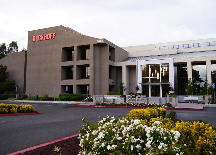 2016. áprilisában a Beckhoff vállalat új műszaki központot nyitott meg a Szilícium-völgyben, az informatika és a csúcstechnológiák fellegvárának számító hírneves kutatóintézetek közvetlen szomszédságában, ezzel is aláhúzva, milyen fontosnak tekinti az ipari alkalmazások terén az informatika és az automatizálás konvergenciáját.