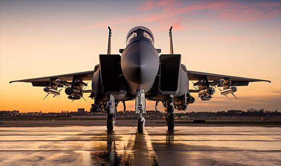 A VACCO vállalat gyártja a Boeing F-15-ös repülőgépeihez a légi utántöltésnél használt csatlakozó aljzatot. A kép Ron Bookout és a Boeing tulajdona.