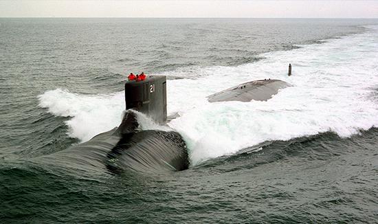 VACCO szelepeket és elosztókat használnak a hajókon az Amerikai Egyesült Államok Haditengerészetének flottájában, többek között az USS Seawolf (SSN 21) tengeralattjárón is. Az Amerikai Egyesült Államok Haditengerészetének felvétele, a kép az Electric Boat Corporation tulajdona. Készítette: Jim Brennan.
