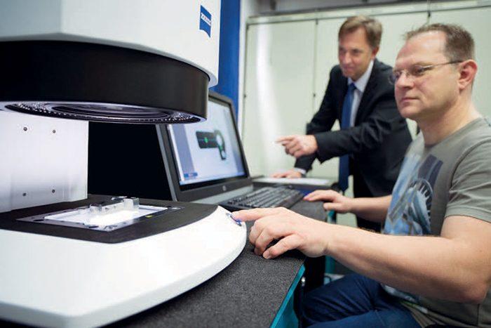 """""""Ha egy számítógépet tudsz használni, ennek a rendszernek a kezelése is menni fog,"""" mondja Wolfgang Benne a Minőségbiztosítás és Fogaskerékmű részleg alkalmazottja"""