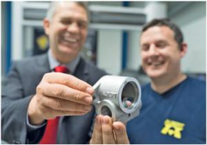 Martin Kirchmaier és Reinhold Malli, műszaki mérnök, örömmel szemlélik előrehaladásukat