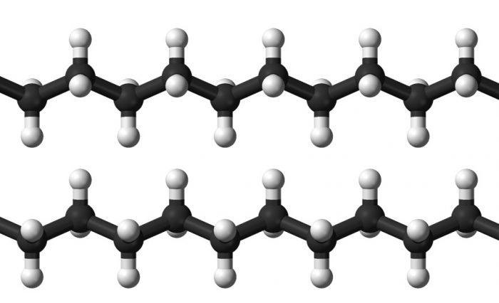 1. ábra: A polietilén szerkezete tökéletesen ideális esetben (a fekete golyók a szeneket, míg a fehérek a hidrogéneket jelölik)