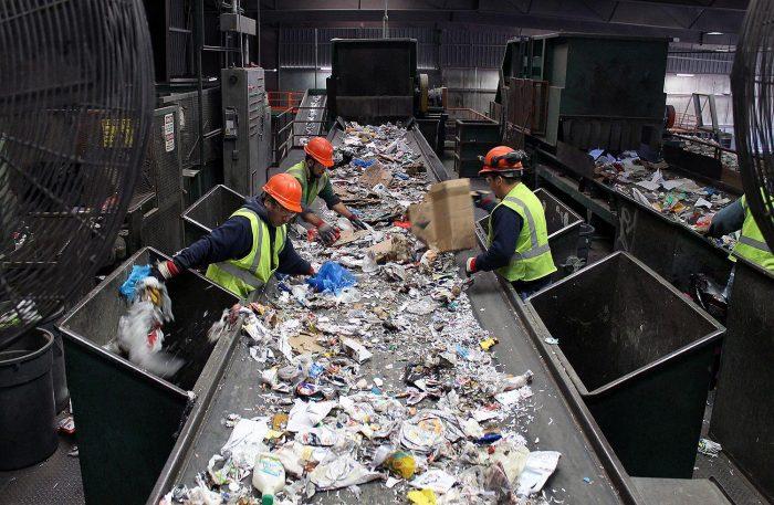 3. ábra: Települési vegyes hulladék kézzel történő válogatása