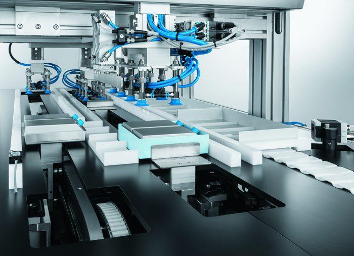 Rendkívüli rugalmasság: A szállítóegységeken a termékek egyedileg, egymástól függetlenül szállíthatók, csoportosíthatók és egyidejűleg csomagolhatók.