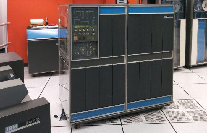 2.ábra Az IBM 1401, melyet elsőként csomagoltak buborékfóliába