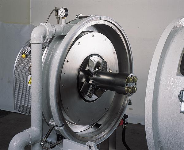3.ábra Vízgyűrűs granuláló szerszám bontott állapotban. Alul belülről, míg felül kívülről jól látható a vízgyűrűt létrehozó, tangenciális irányból bevezetett vízvezetékek (ADG Solution)