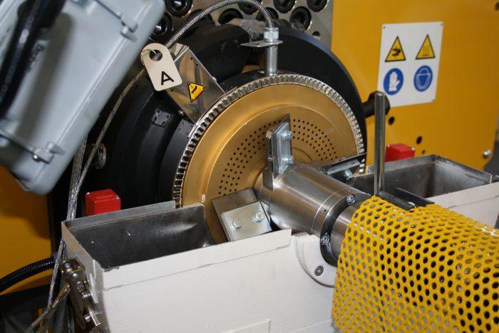 4. ábra Egyszerű, léghűtéses, PVC granulálására alkalmaz extruder szerszám (Bandera)
