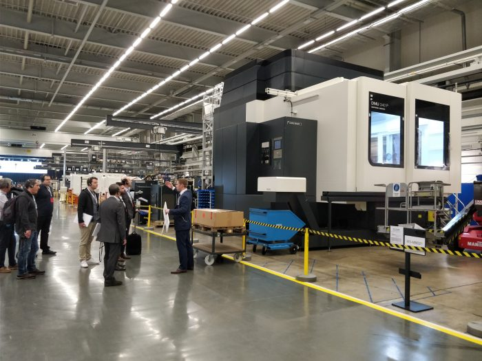 Az XXL csarnokban a DMG MORI legnagyobb szerszámgépeinek gyártásába is betekintést nyerhettünk.