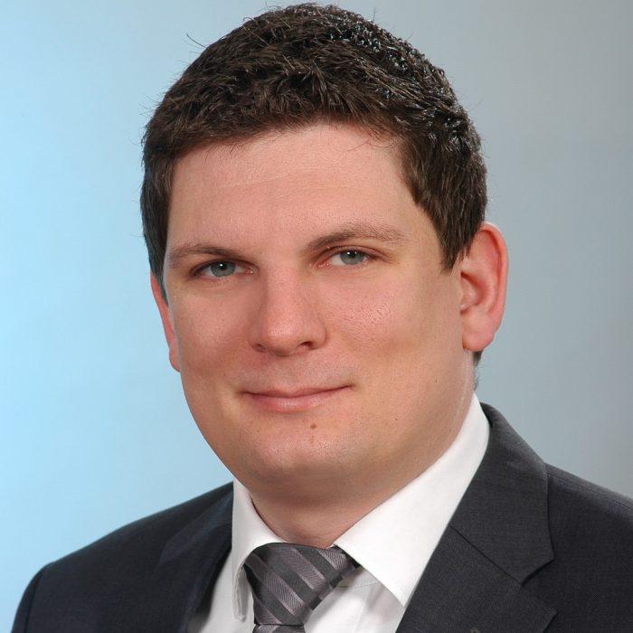 """Matthias Volm, az ADMAOS GmbH technológiai igazgatója és a tapio GmbH ügyvezető igazgatója: """"Az ADAMOS lehetővé teszi az összes partnervállalat számára, hogy a vezető IIoT és Ipar 4.0 megoldások felhasználóiból az okos megoldások szolgáltatóivá válhassanak."""""""