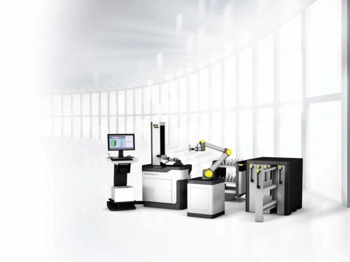Egy mintagyártás során bemutatjuk a TMS Tool Management Solutions, a Smart Cabinets, a kollaboratív »cora« robot-asszisztens és a beállító és mérőkészülék együttműködését.